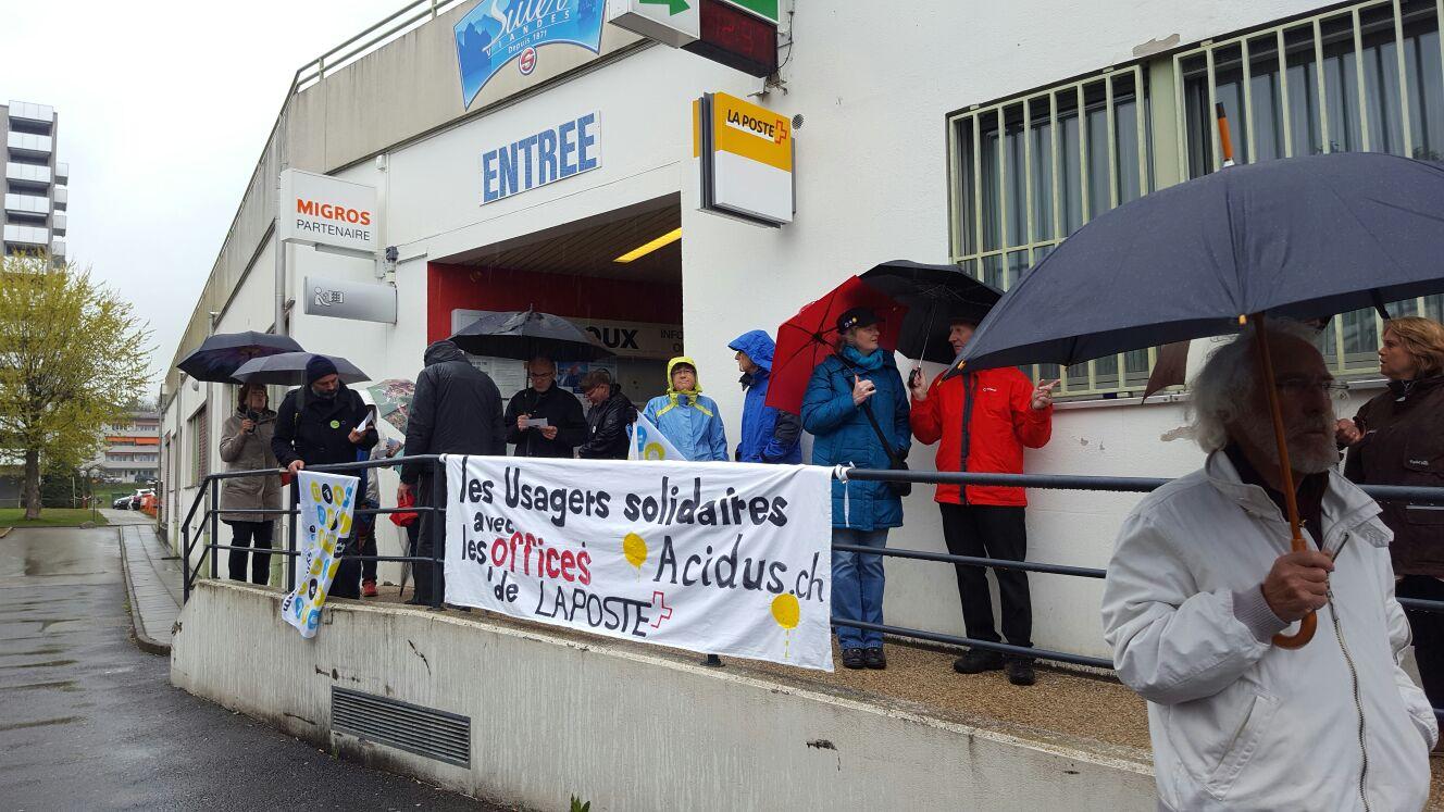 Manifestation pour sauver les offices de poste